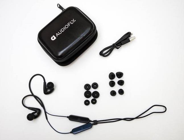 a csomagban található Comply memóriahabos fülillesztékeket, amelyekkel még komfortosabban hallgathatunk zenét.